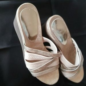 DONALD PLINER MUTED GOLD WEDGE SANDALS 7 1/2